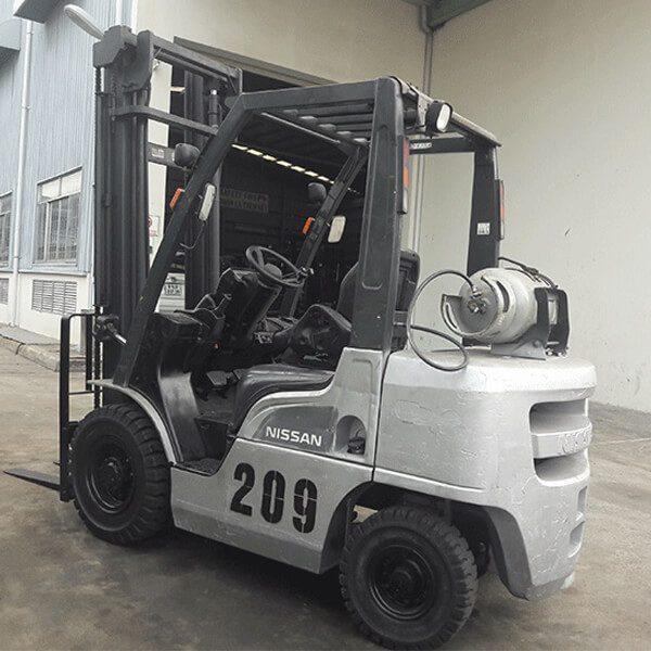 xe-nang-gas-cu-nissan-2-5-tan-209